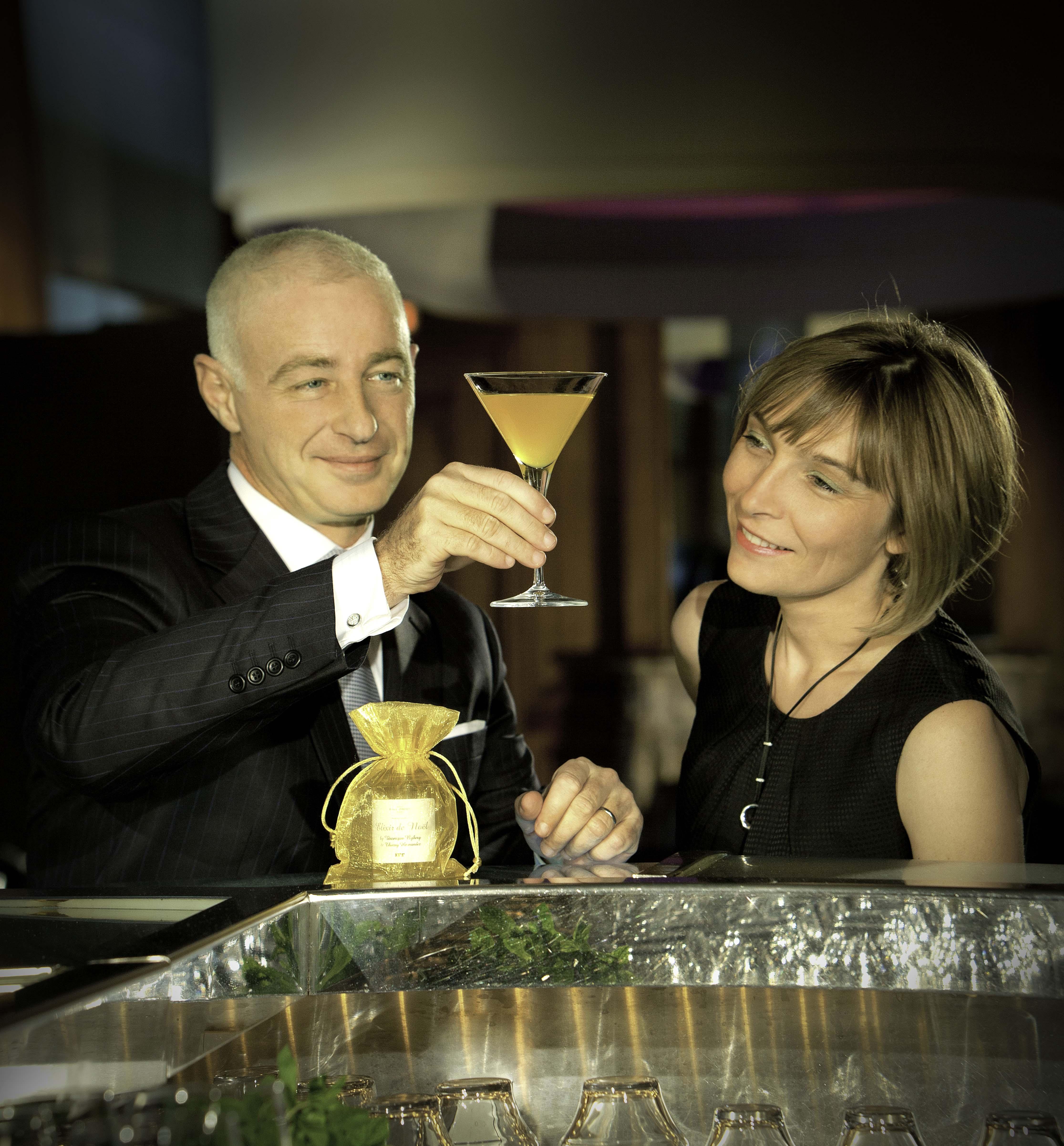 Thierry Hernandez, mixologue du Plaza Athénée et Véronique Nyberg, parfumeur d'IFF