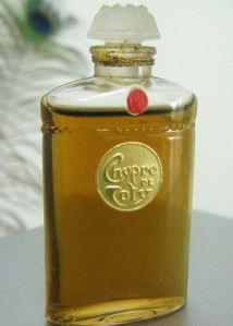 On doit le premier Chypre à François Coty en 1917. Il a donné naissance à une famille de parfums.