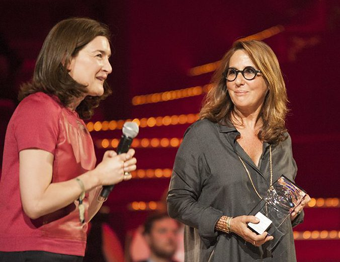 Fifi France» Le Foundation Awards Fragrance The 2017Voici bgyfvY76